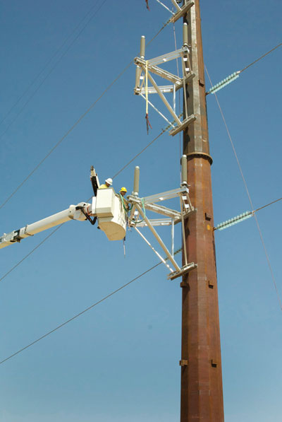Photo 4. Utilities with long distance companies to install fiber along high voltage lines Photo courtesy of John Watson