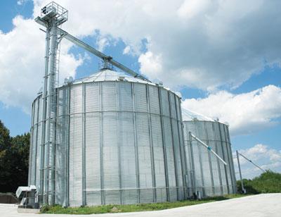 Photo 1. Grain elevators enable the handling of loose grain in large volumes.